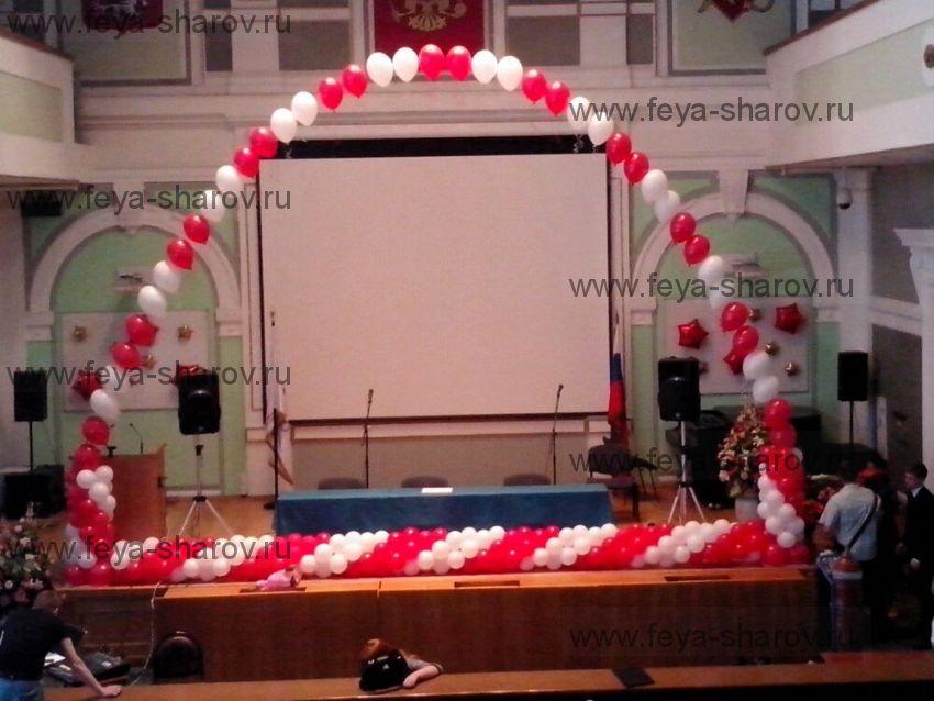 Оформление сцены на выпускной воздушными шарами